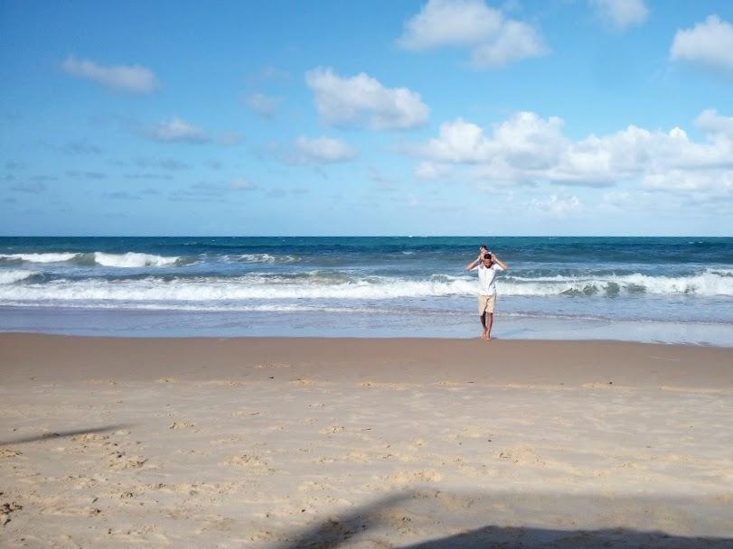 maycon-matos-andando-na-praia-de-natal-rn